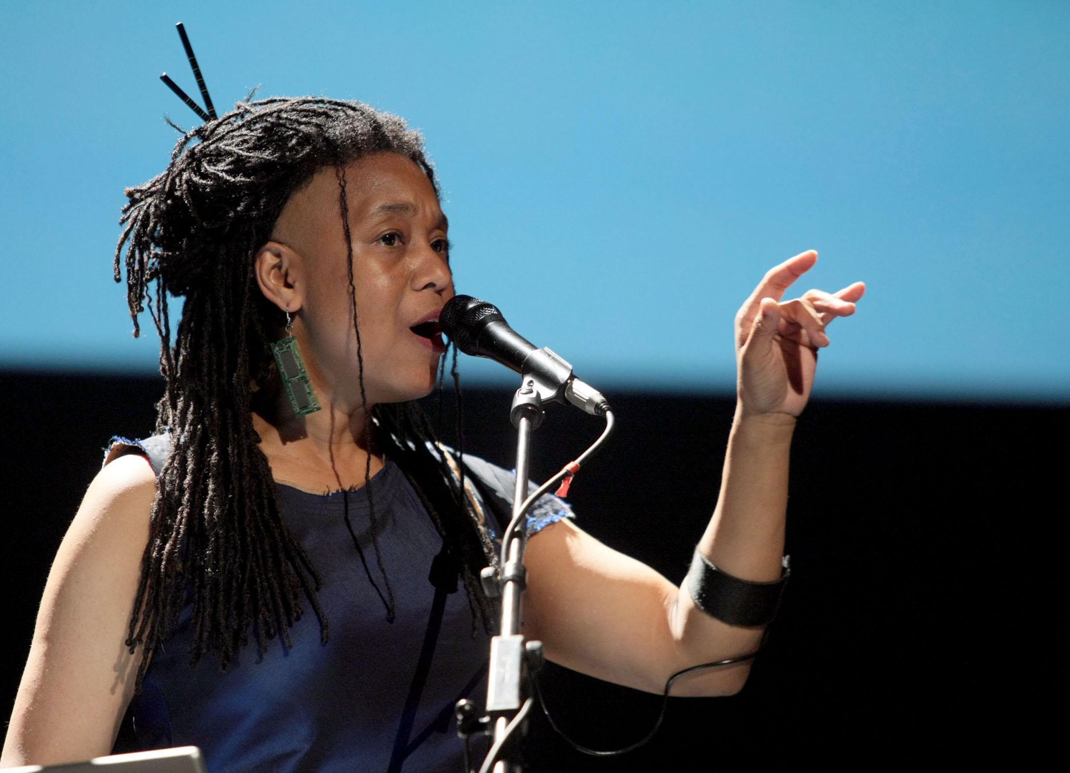 Pamela Z: voice and electronics
