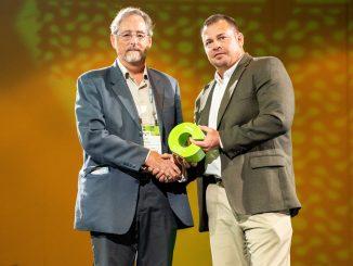 Davis receives Silver Torch Award