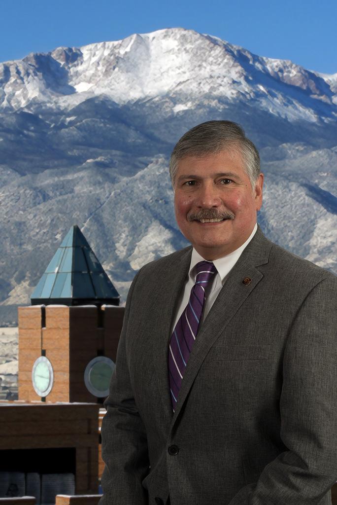 Headshot of Carlos Garcia