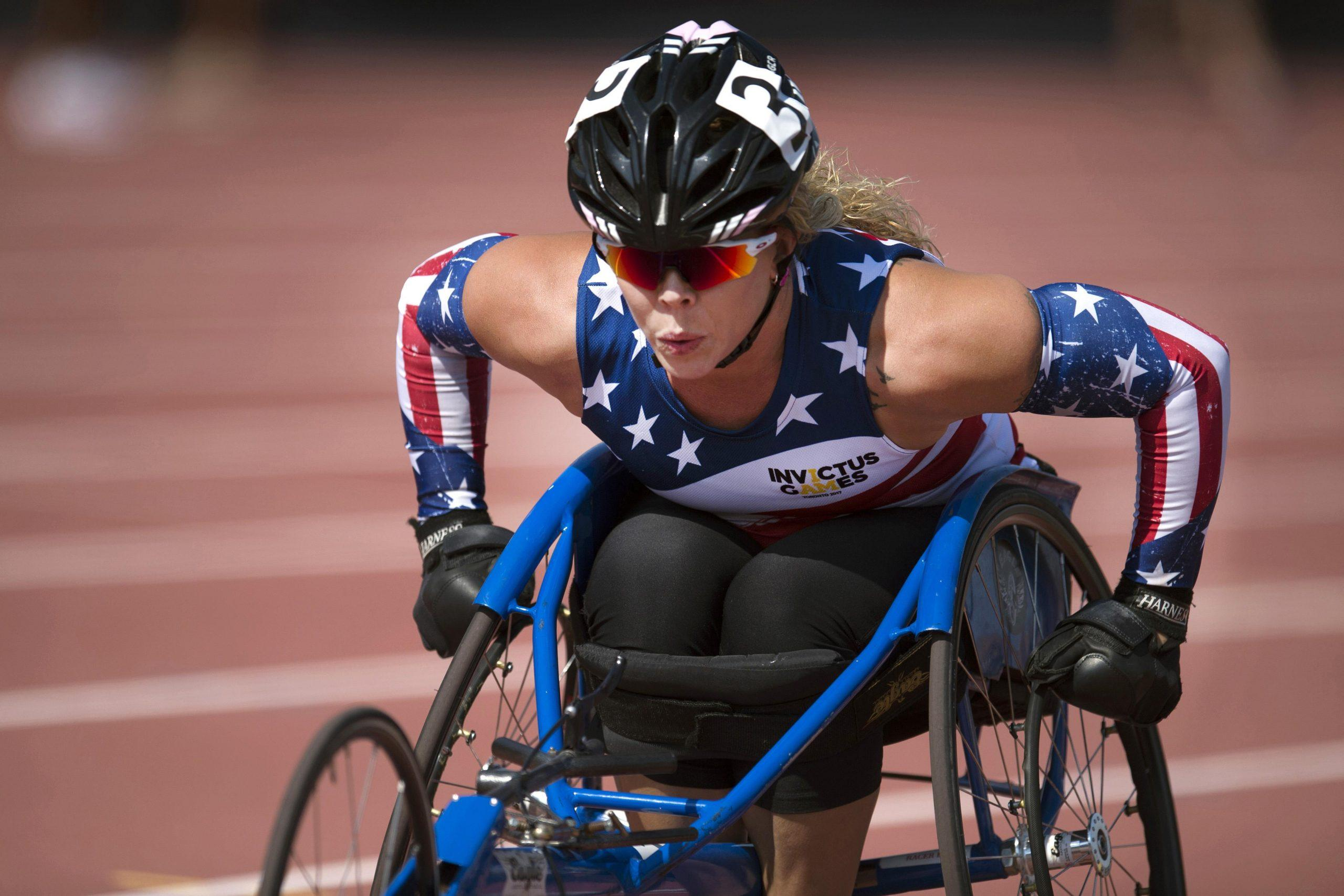 An athlete competes in a wheelchair race at the 2017 Invictus Games.
