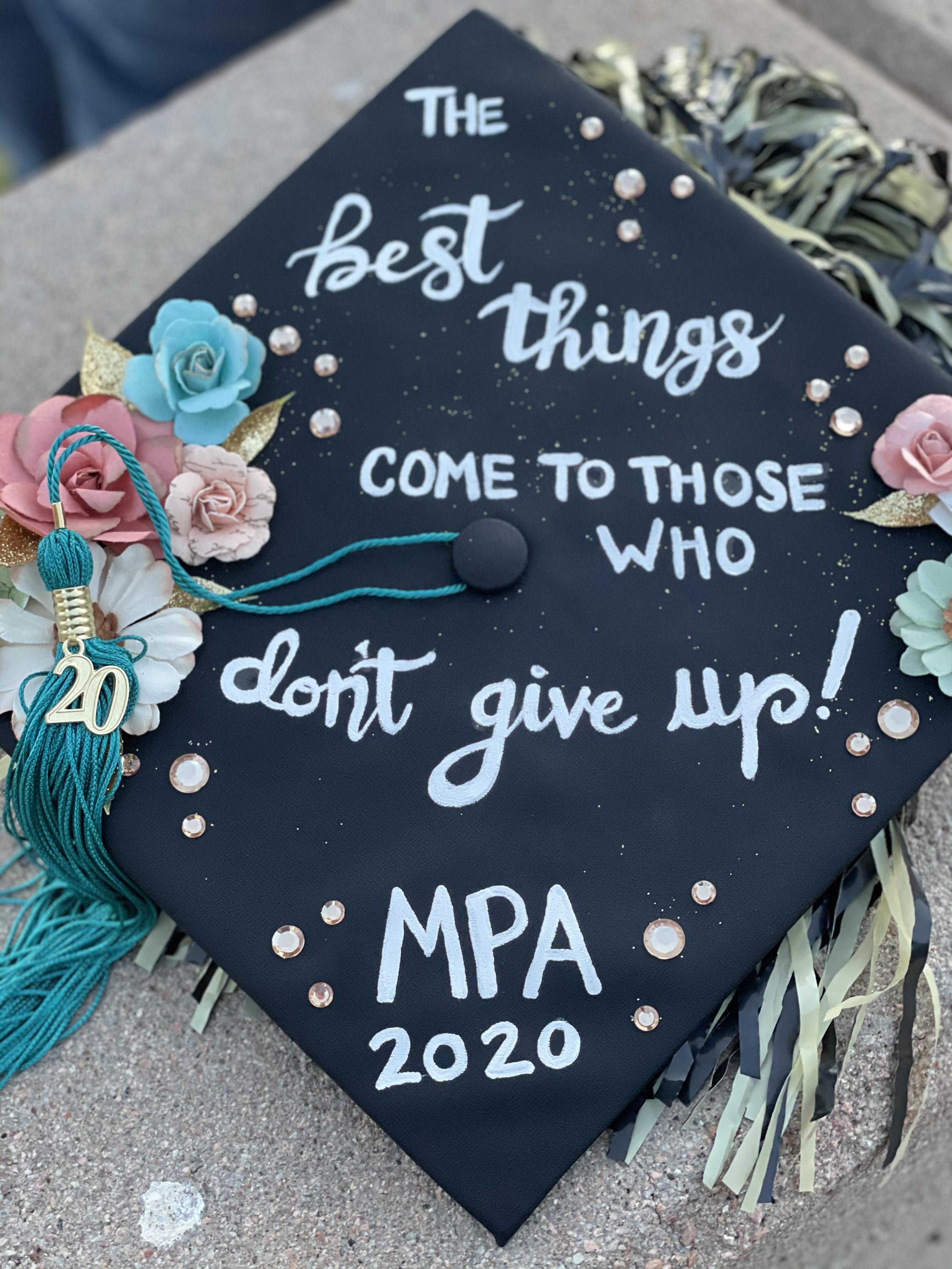 "Grad cap that says: ""The best things come to those who don't give up"""