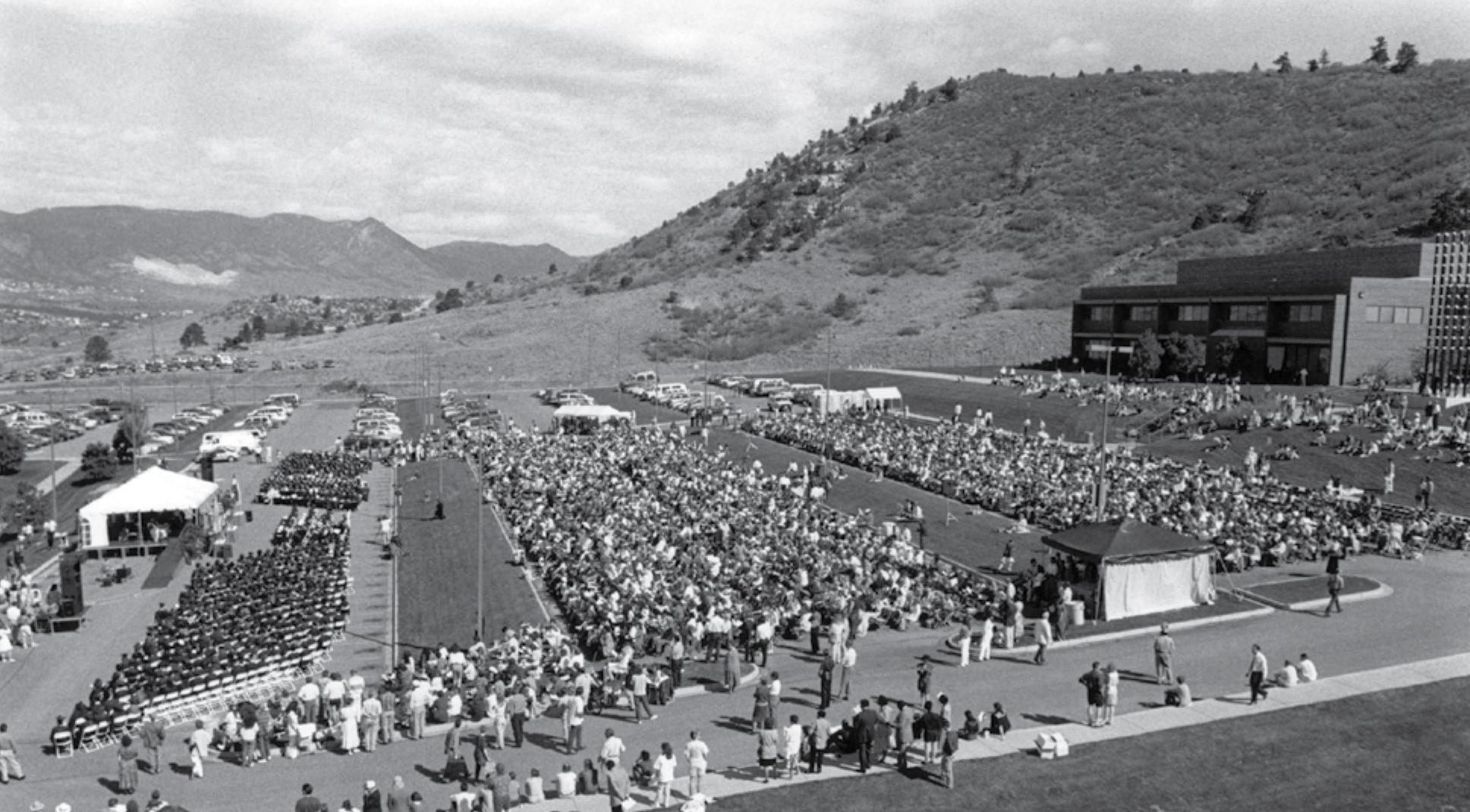 An outdoor commencement ceremony at UCCS in 1995